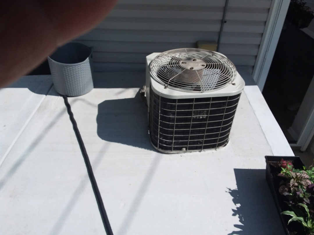 Lombard, IL - Installation of new carrier air conditioner replacing old Payne air conditioner
