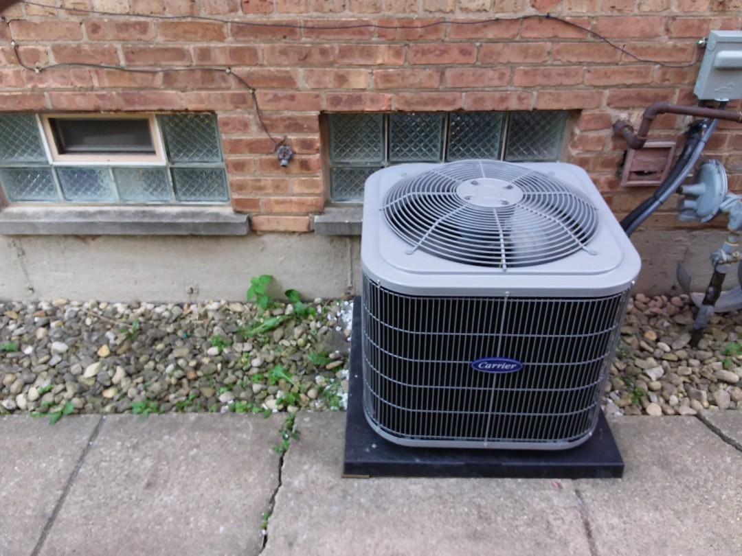 Riverdale, IL - Installation of new carrier air conditioner replacing old Lennox air conditioner