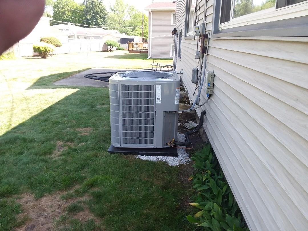 Addison, IL - Installation of new carrier air conditioner replacing old trane air conditioner