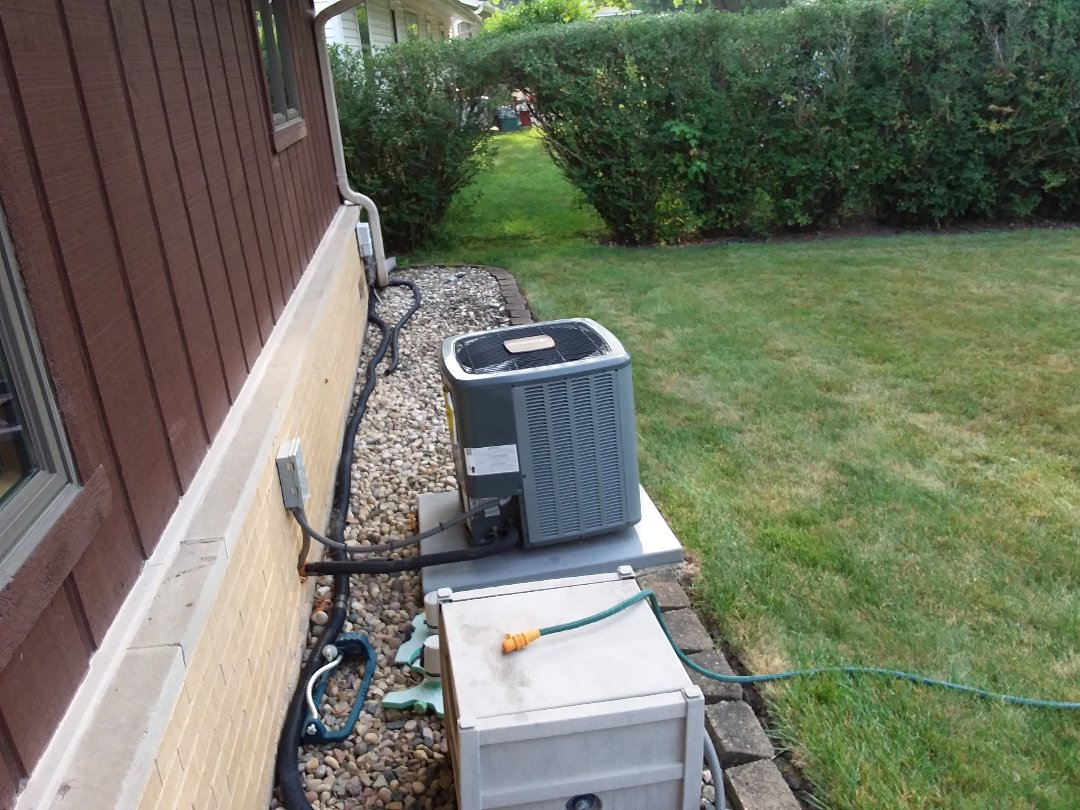 Elk Grove Village, IL - Cleaned and checked a/c