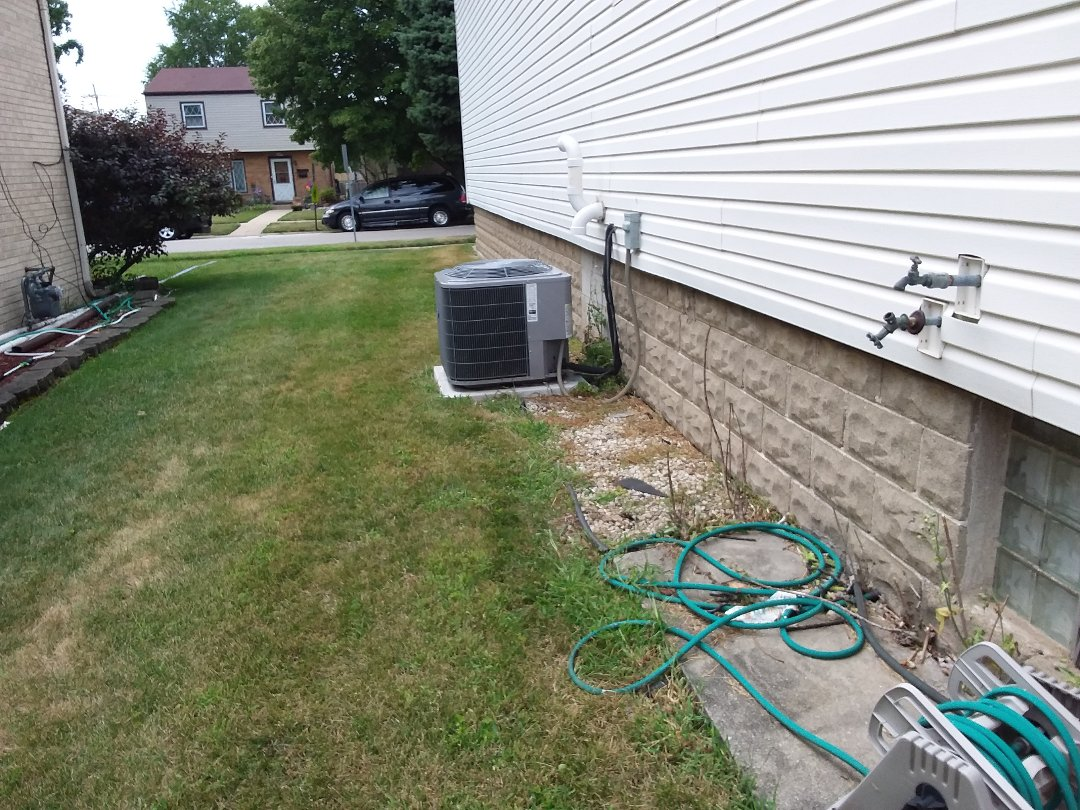 Schiller Park, IL - Cleaned and checked a/c