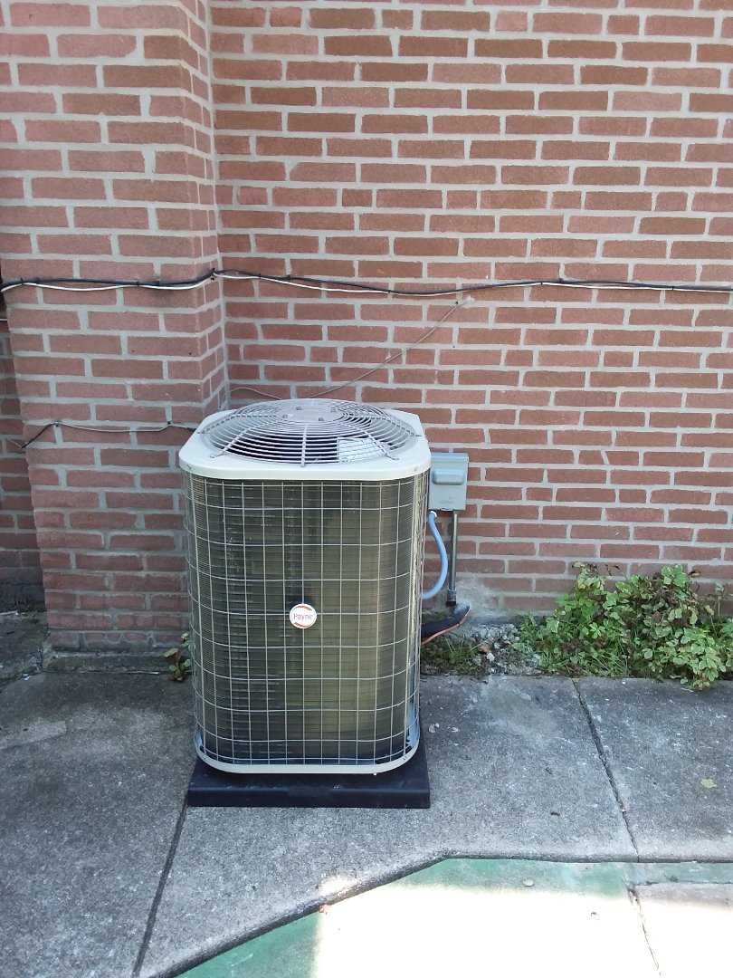 La Grange Park, IL - Insulation of Payne air conditioner