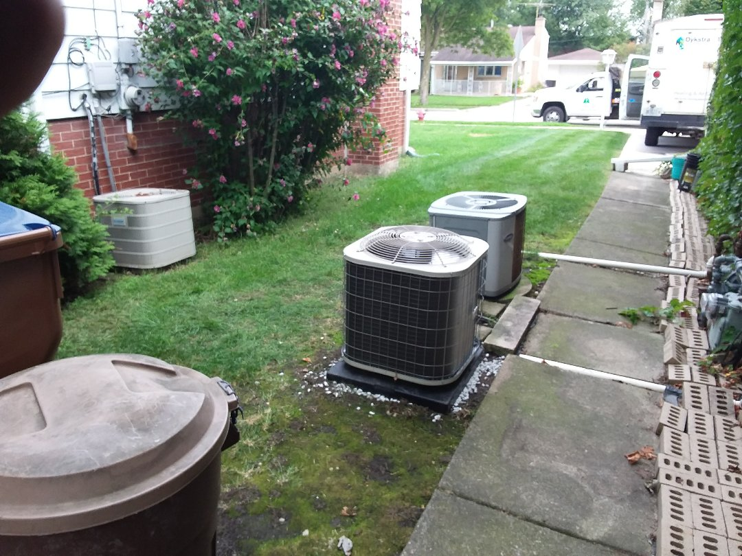 Villa Park, IL - Installation of new Payne air conditioner replacing old carrier air conditioner