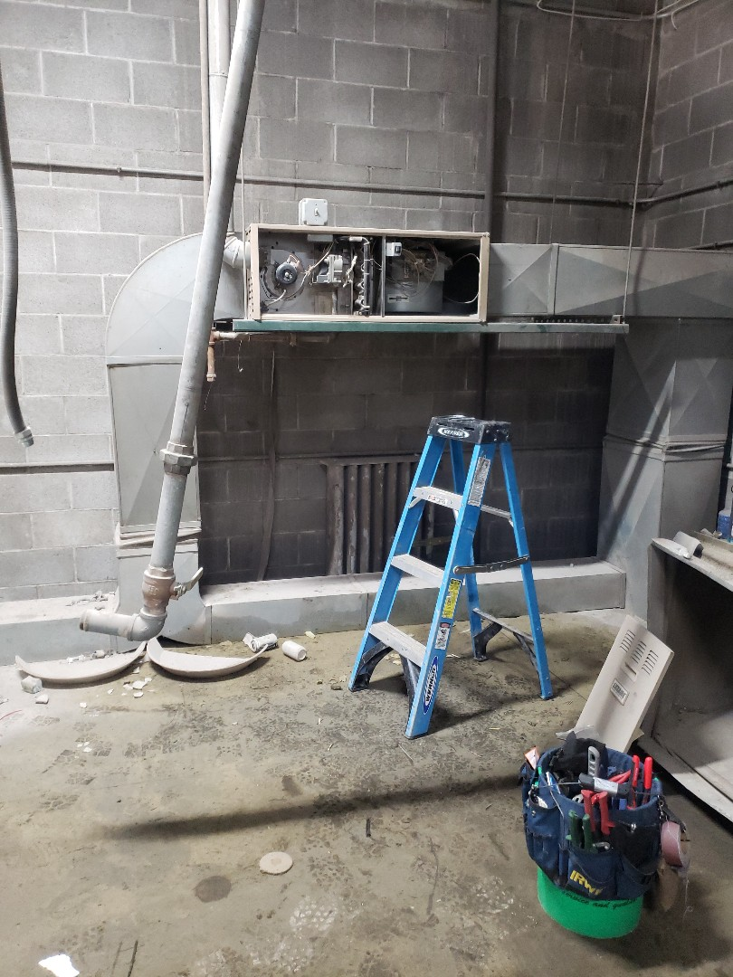 Chicago, IL - New carrier furnace installation replacing Luxaire furnace