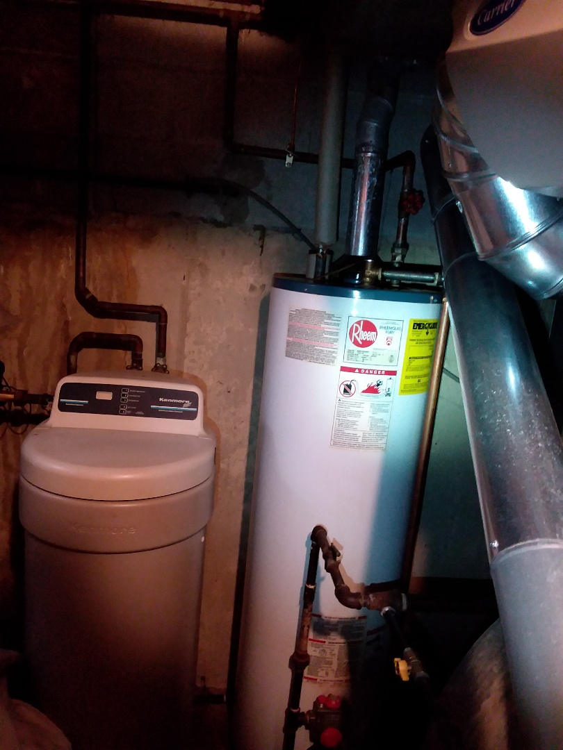 Bolingbrook, IL - Water heater leaking