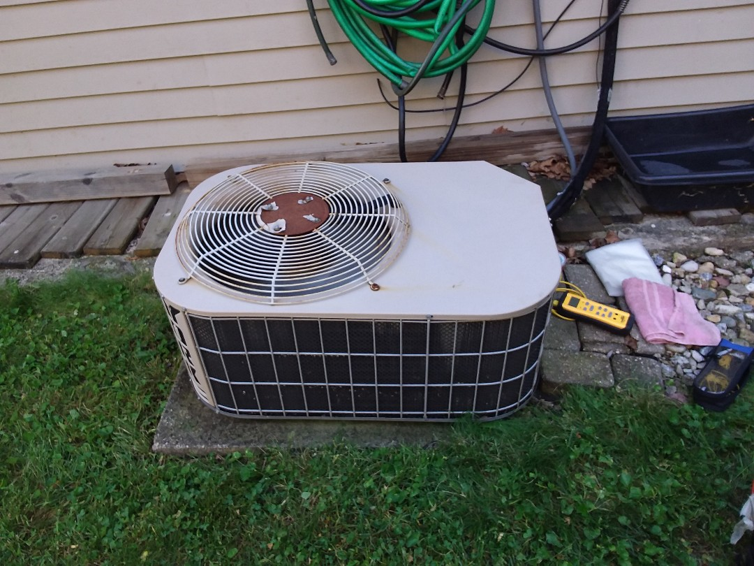 Schaumburg, IL - Cleaned and checked a/c