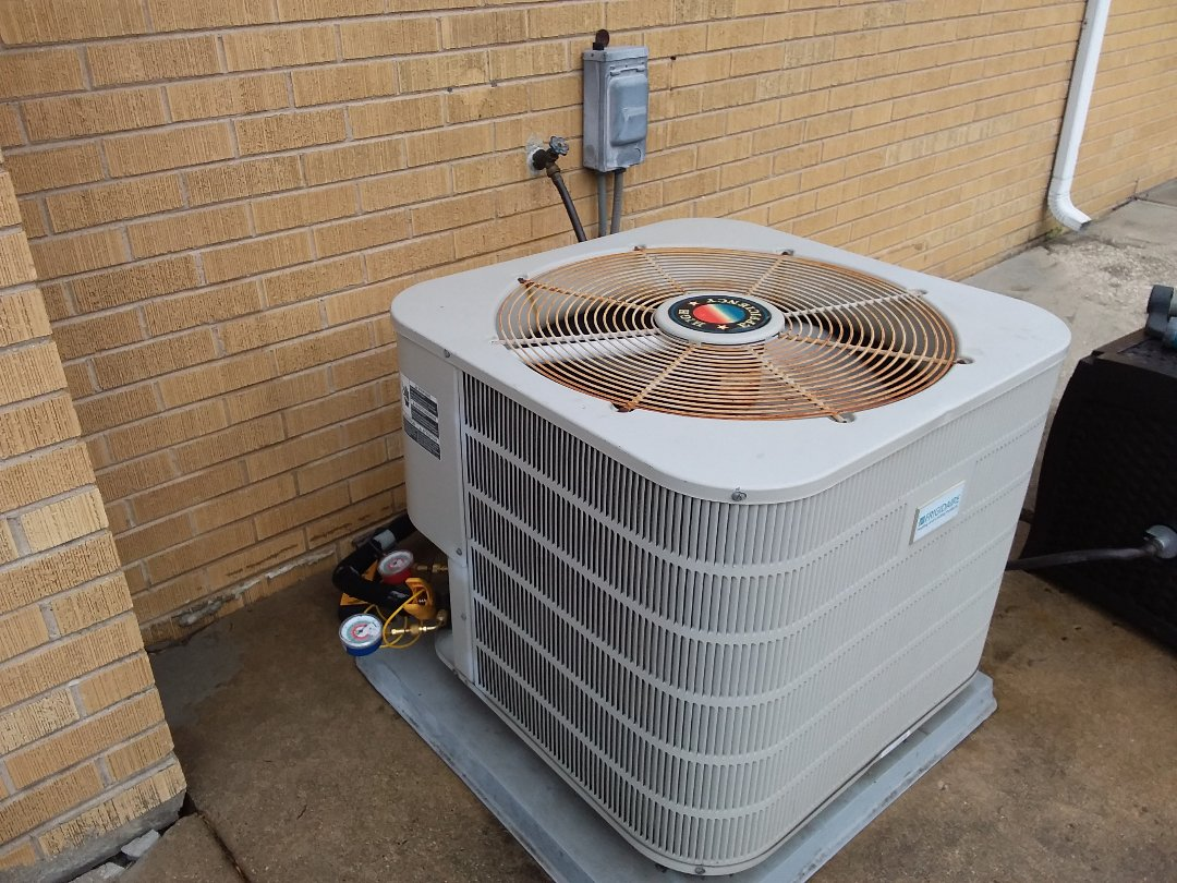 Wood Dale, IL - Cleaned and checked a/c