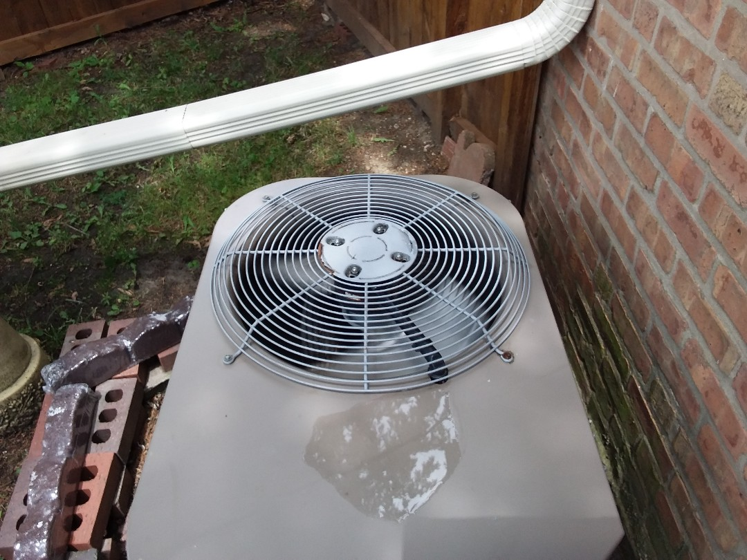 Des Plaines, IL - Cleaned and checked a/c