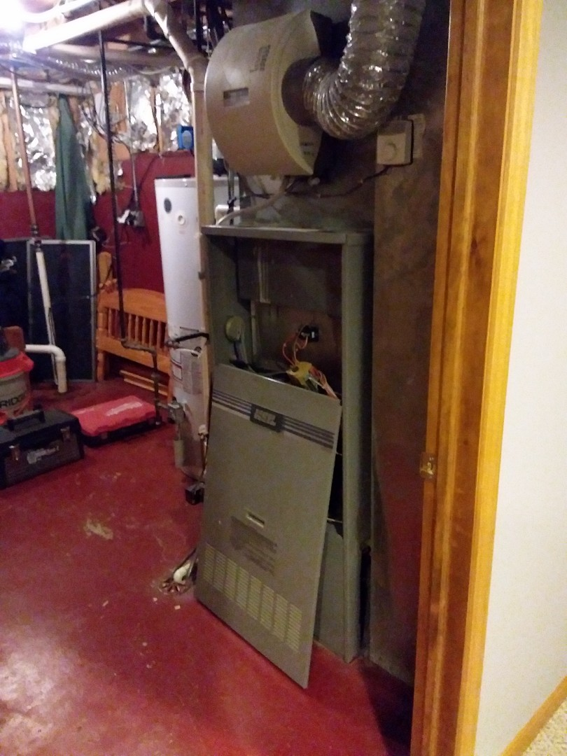 Orland Park, IL - Carrier furnace and air conditioning  system installation. Replacing old Heil system.