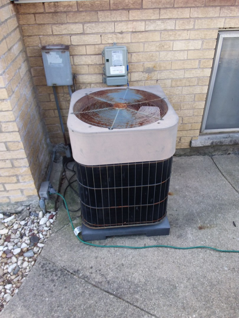 Lombard, IL - Installation of carrier air conditioner. Replace old Lennox air conditioner