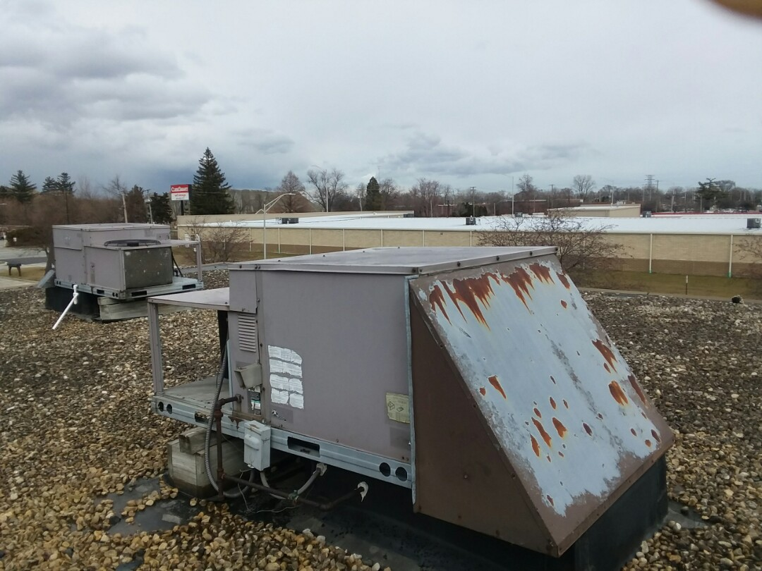 Crestwood, IL - Quoting a rooftop replacement
