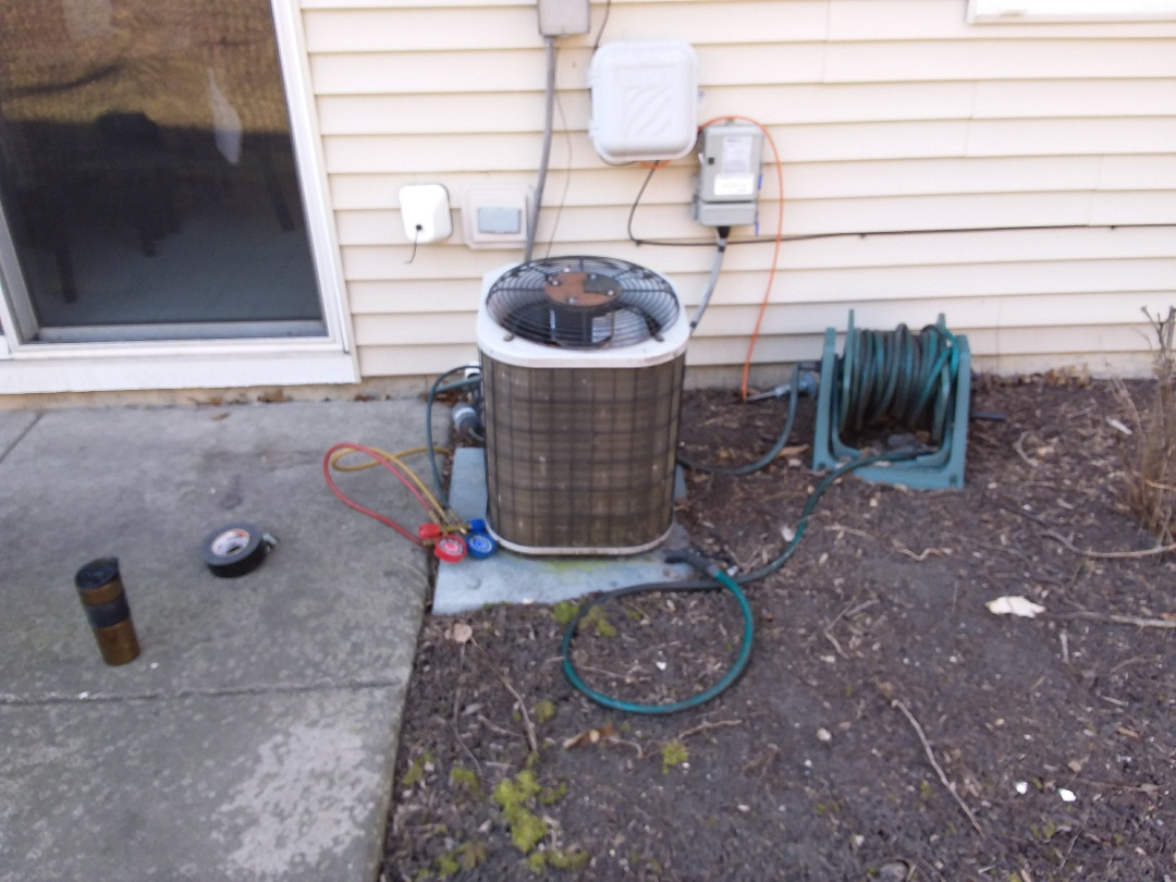 Aurora, IL - Installation of new carrier air conditioner replacing old carrier air conditioner