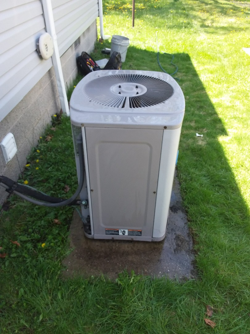 Chicago, IL - Maintaining a Carrier AC unit