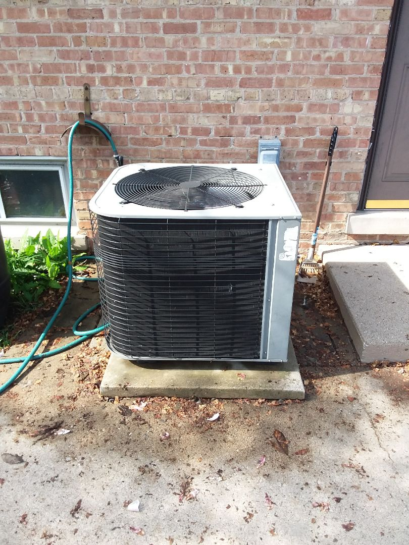 Evergreen Park, IL - Maintaining a Lennox AC unit