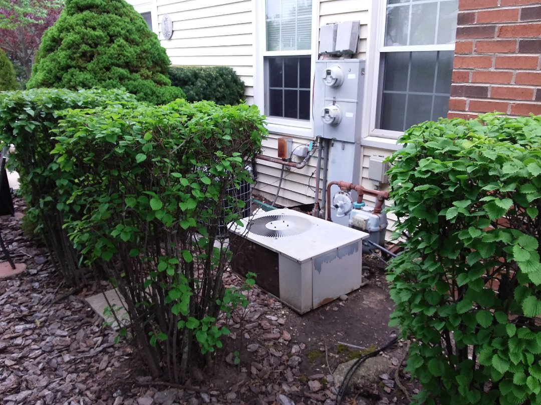 Warrenville, IL - Installation of new carrier air conditioner replacing old ge