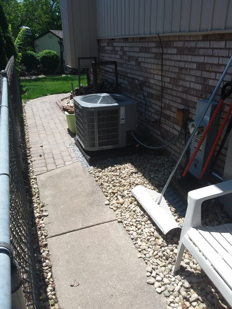 Bridgeview, IL - Maintaining on a Carrier AC unit