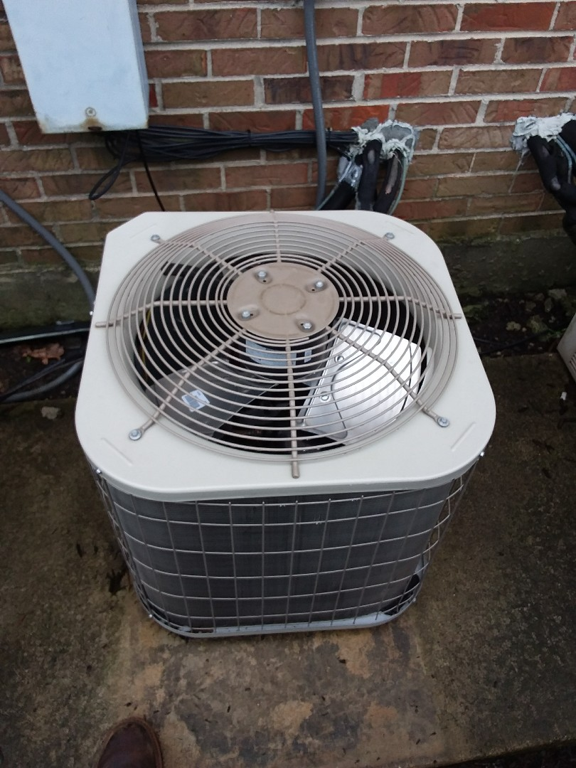 Crestwood, IL - Maintaining a Payne AC unit