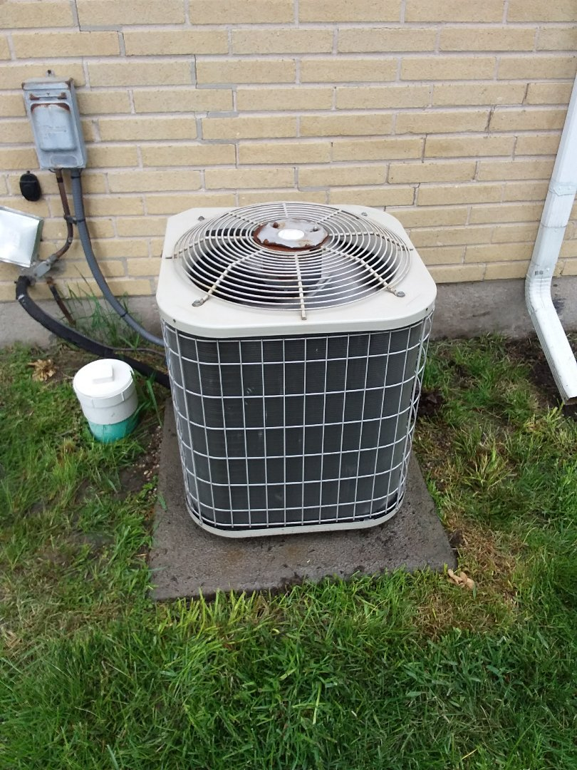 Dolton, IL - Maintaining a Lennox AC unit