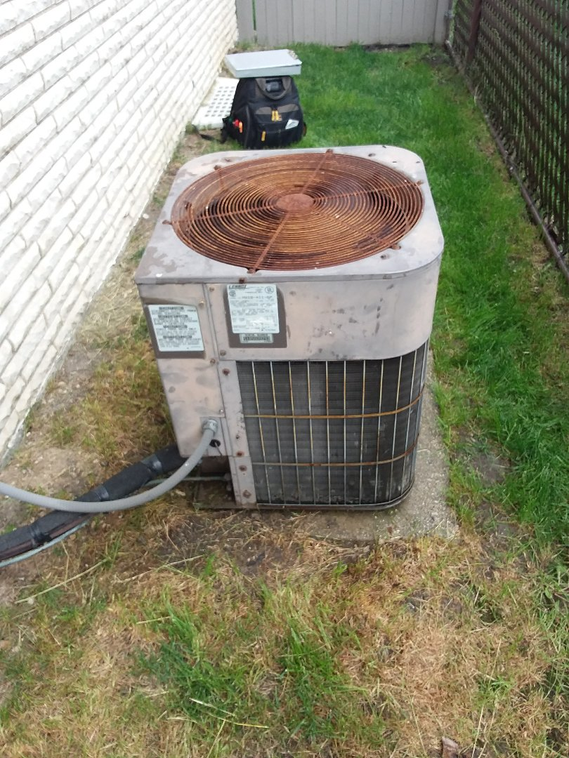 Bridgeview, IL - Maintaining a Lennox AC unit