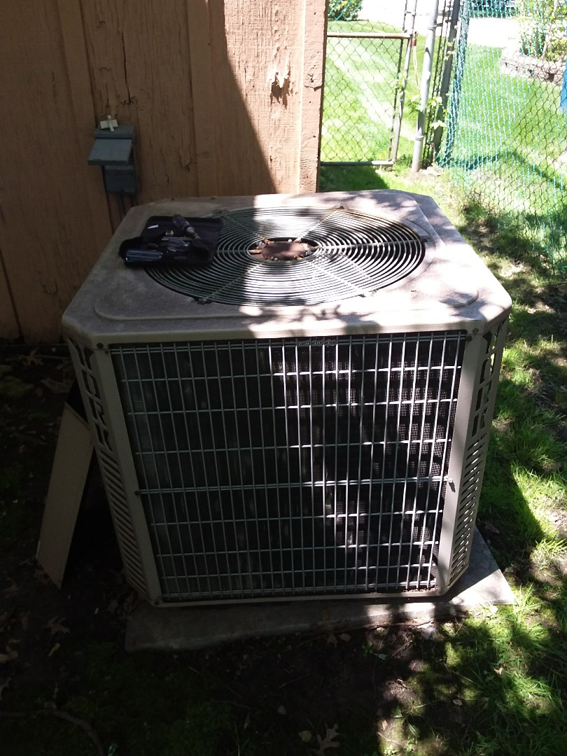South Holland, IL - Maintaining and York AC unit