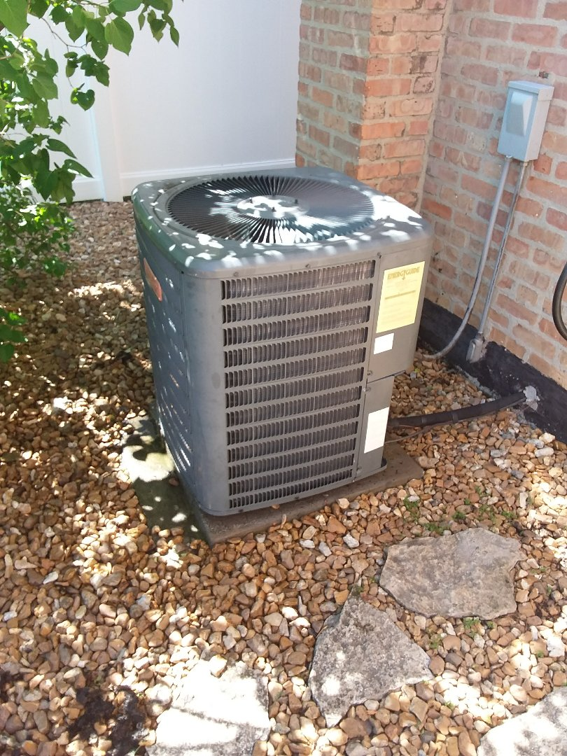 Lemont, IL - Maintaining a Goodman AC unit