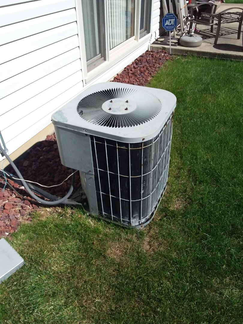 Richton Park, IL - Maintaining a Goodman AC unit