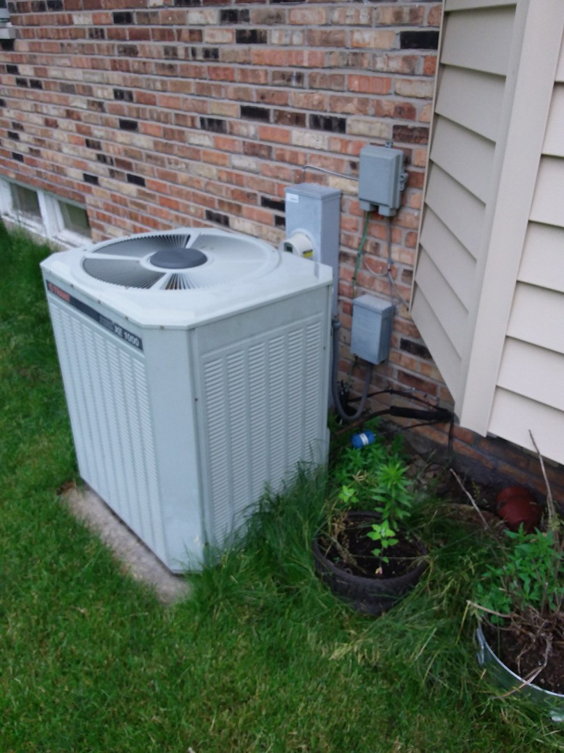 Palos Heights, IL - New carrier condenser install from trane condenser