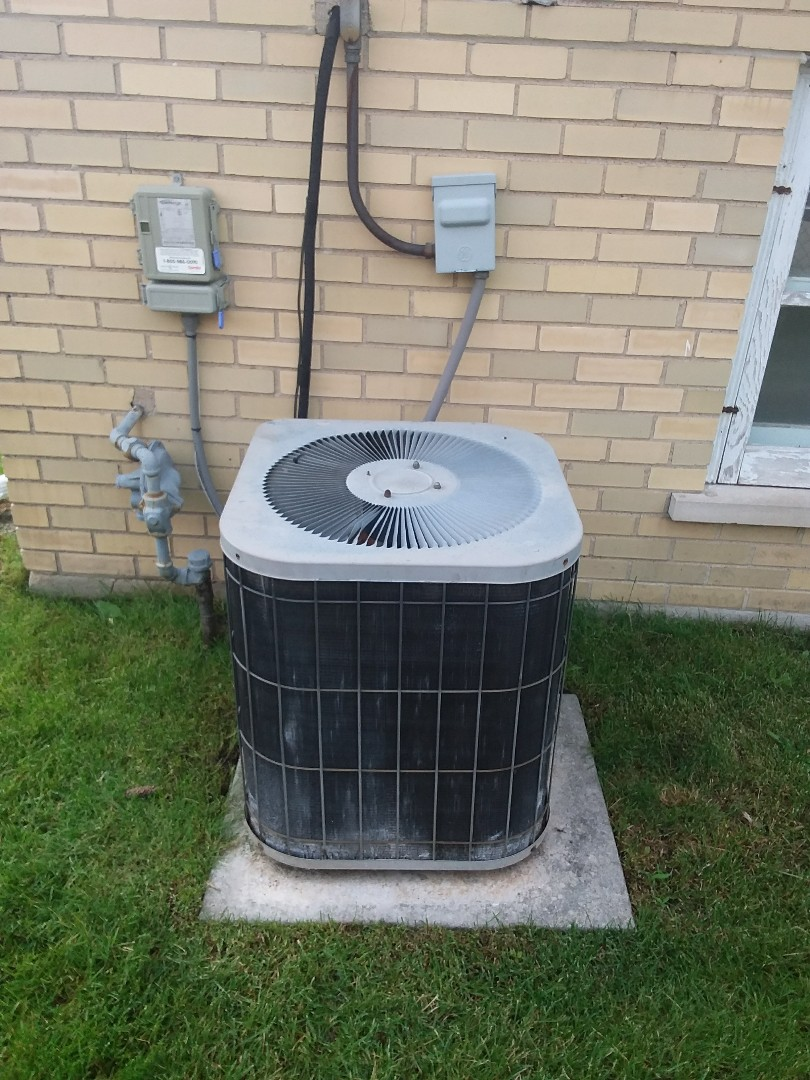 Chicago Heights, IL - Installation of carrier air conditioner replace old Lennox air conditioner