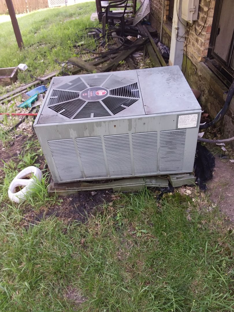 Glenwood, IL - Maintaining a Rheem AC unit