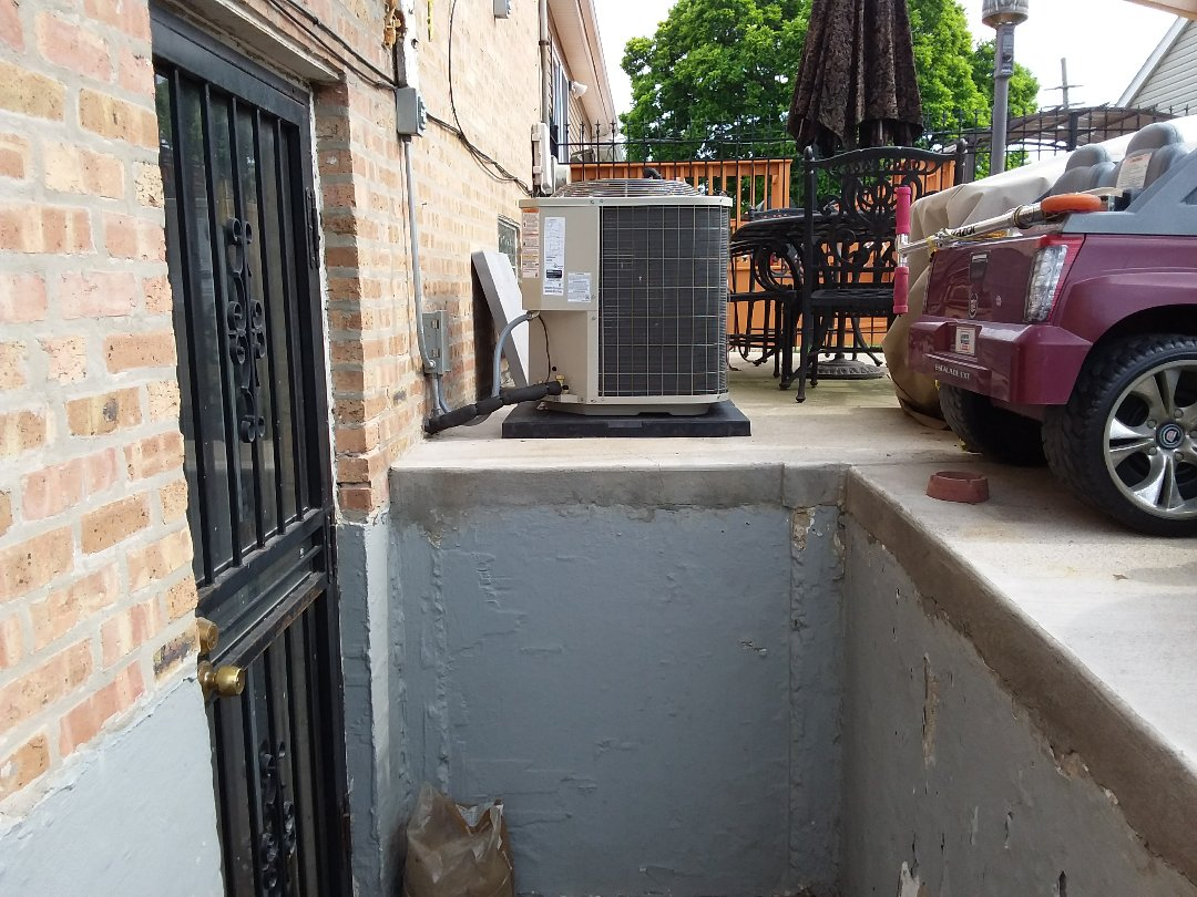 Bellwood, IL - Installation of new carrier air conditioner replacing old Kenmore air conditioner