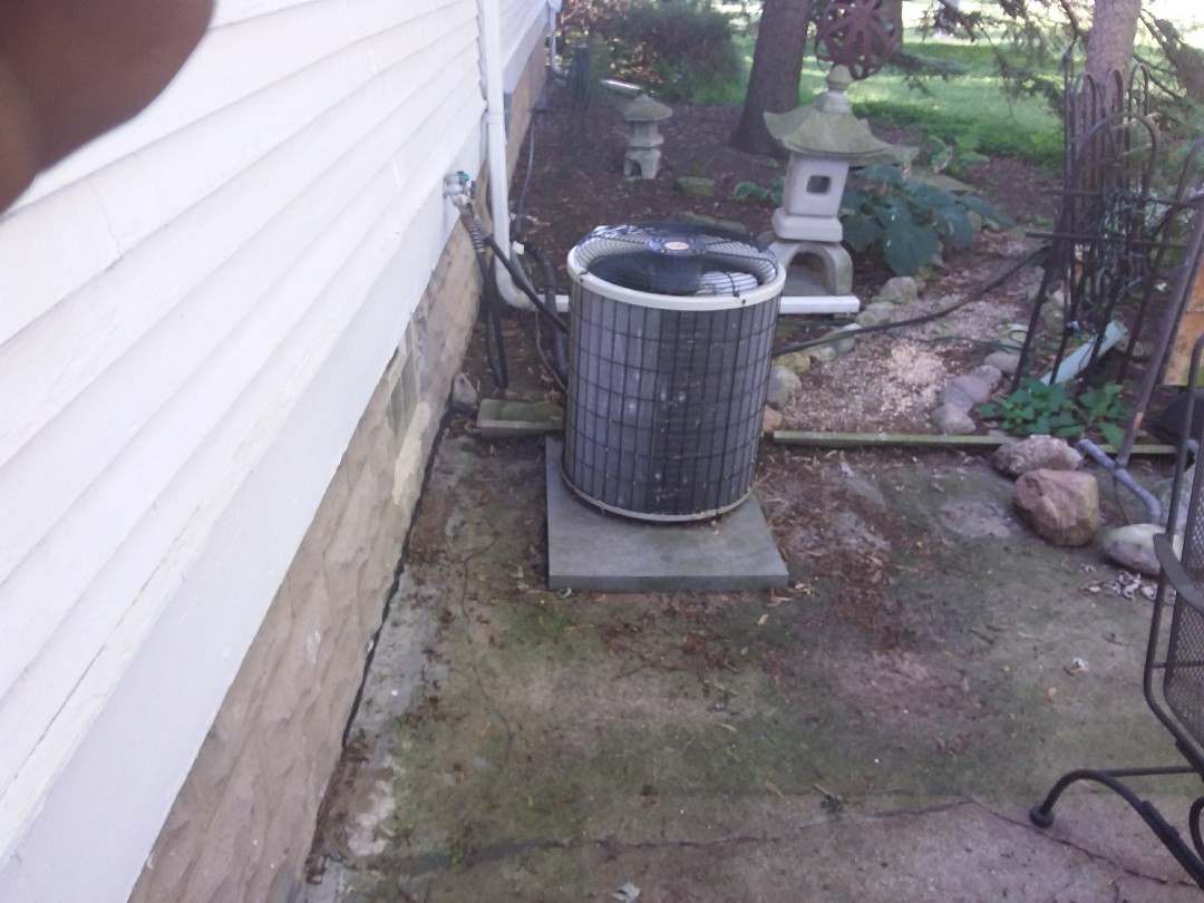 Oak Forest, IL - Installation of new Payne air conditioner replacing old Payne air conditioner