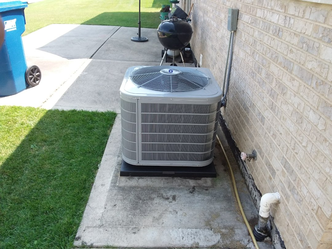 Crestwood, IL - Installation of new carrier air conditioner replacing old carrier air conditioner