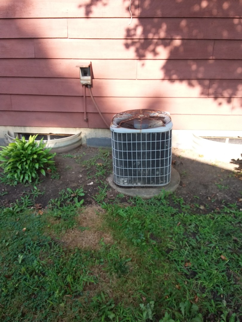 Medinah, IL - Installation of new carrier air conditioner replacing old carrier air conditioner