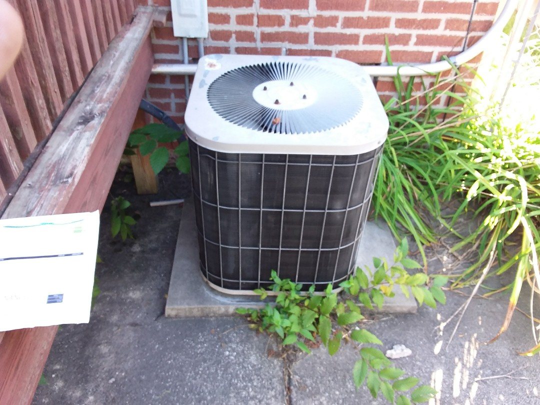 Broadview, IL - Installation of new carrier air conditioner replacing old heil air conditioner