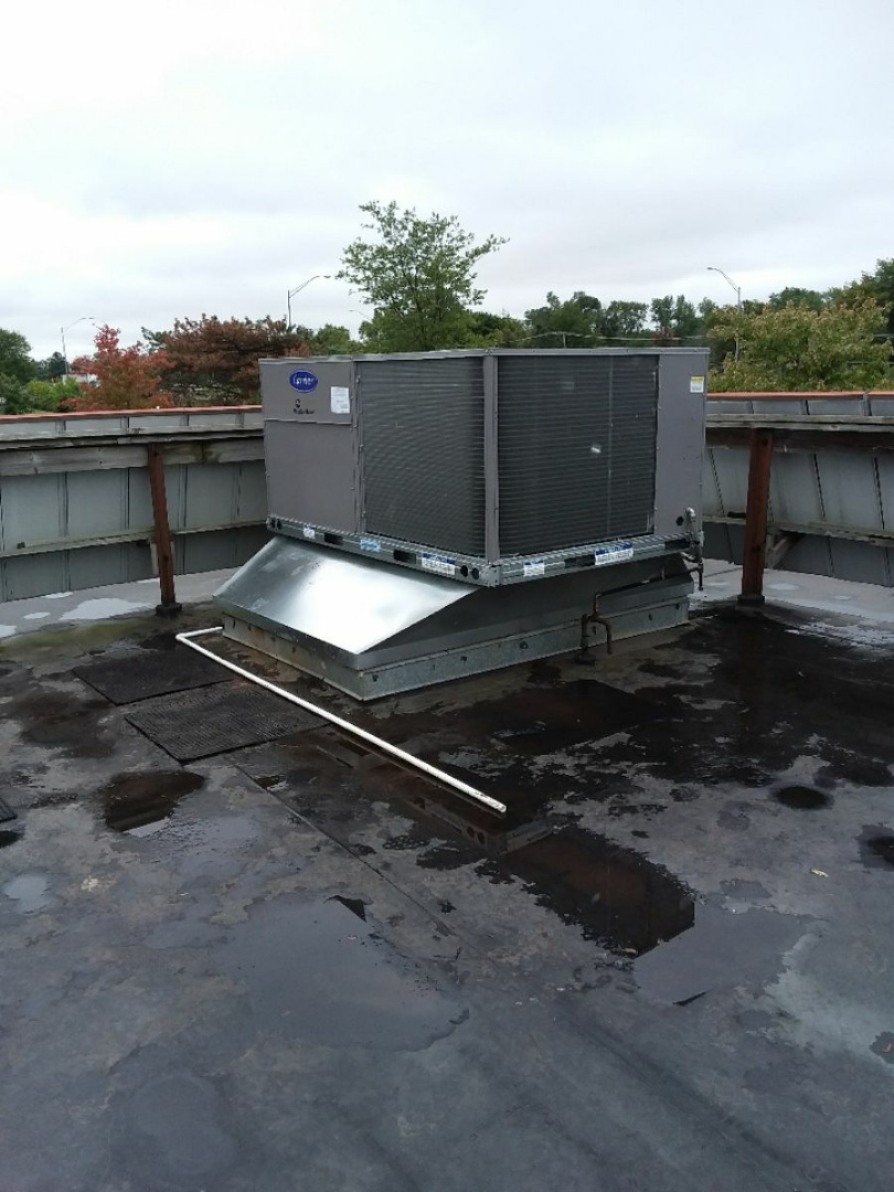 Burr Ridge, IL - Carrier rooftop unit installation