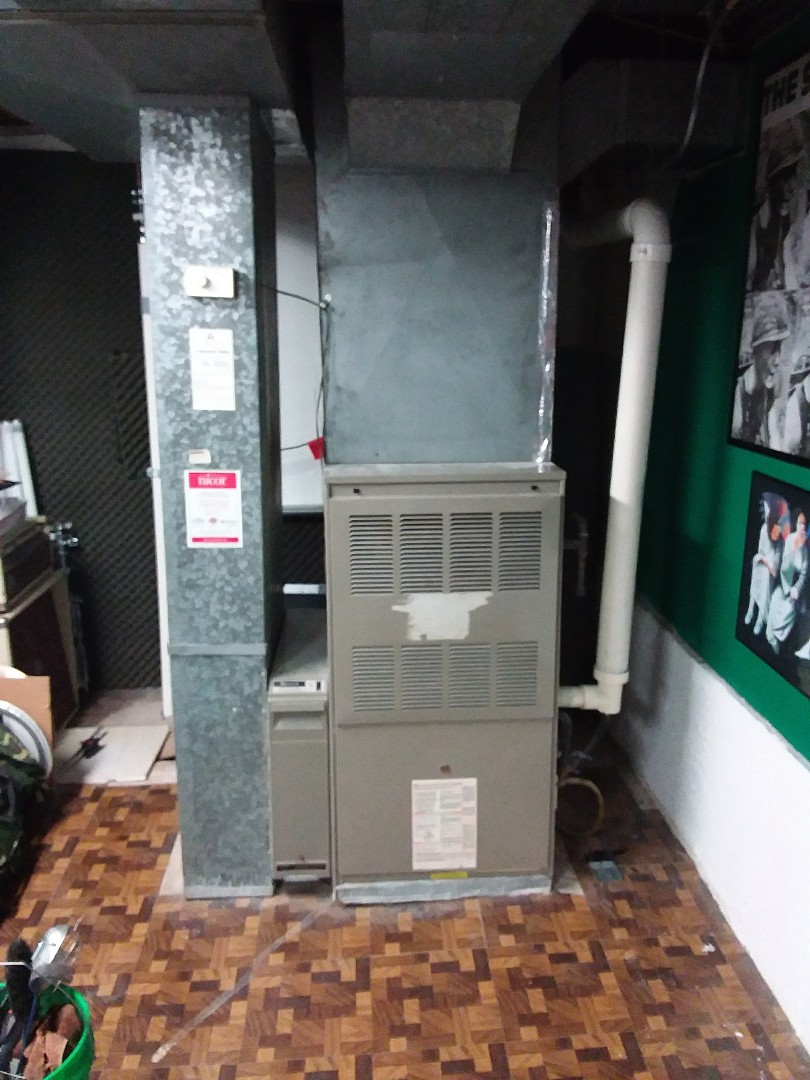 Orland Park, IL - Installation of new carrier furnace replacing old Lennox furnace