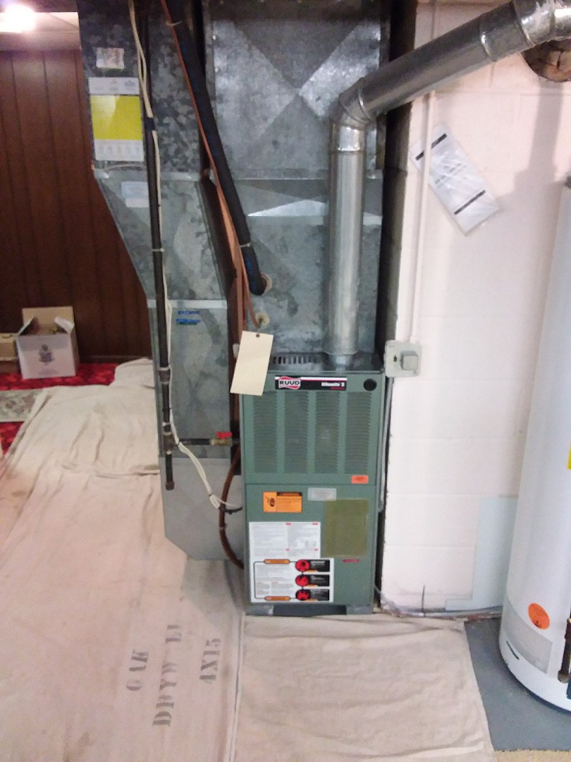Batavia, IL - Installation of new carrier furnace replacing old ruud furnace