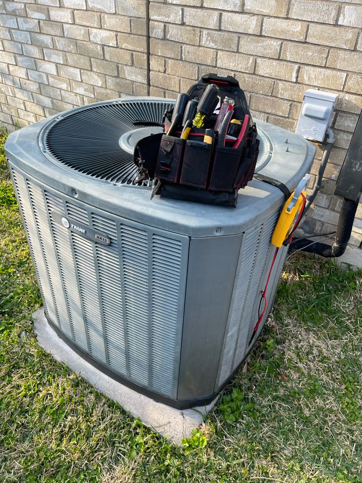Arlington, TX - Reset AC breaker and performed basic inspection on a Trane unit in Arlington, TX