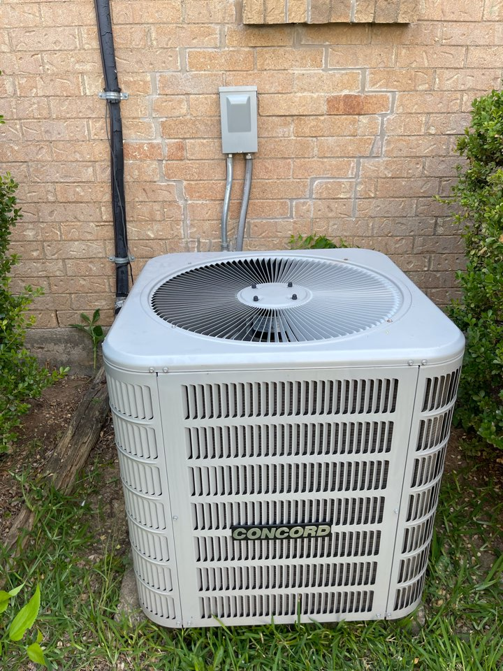 Bedford, TX - Performed emergency air conditioning service on a Concord unit in Bedford, TX