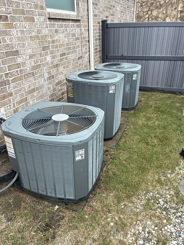 Arlington, TX - Performed Thermostat reprogram and 3 system cleaning and inspection.
