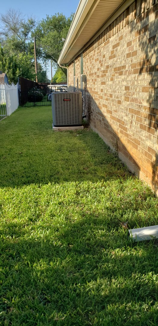 Fort Worth, TX - Inspected and troubleshot malfunctioning heat pump condenser.