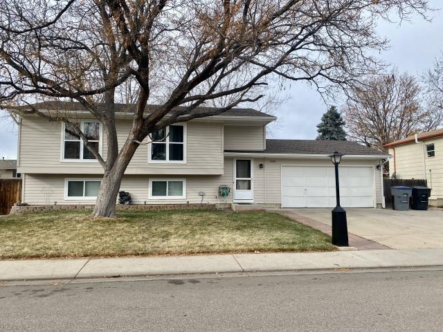 Longmont, CO - We installed a new roof for this homeowner in Longmont that was selling her home.  The shingles that we installed are CertainTeed Landmark shingles in the color Heather Blend.