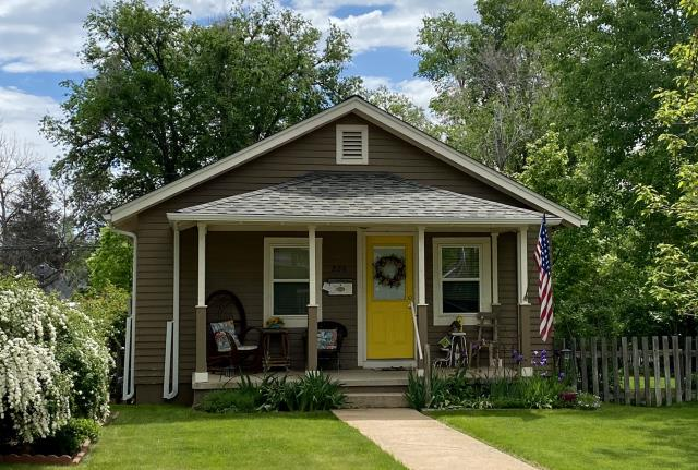 Longmont, CO - This cute house in Longmont has a brand new CertainTeed Northgate Class IV Impact Resistant roof in the color Weathered Wood.