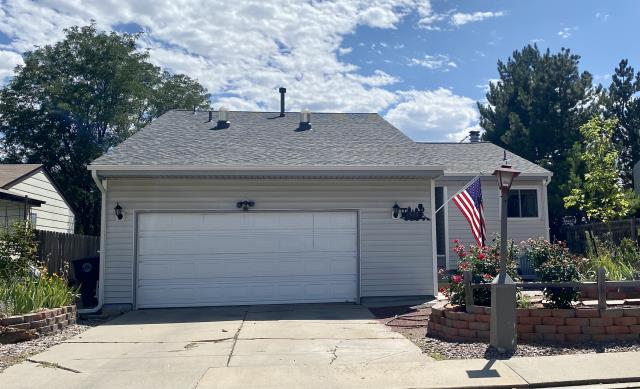 Longmont, CO - This homeowner in Longmont needed a roof replacement due to the age of the roof.  We installed a new CertainTeed Northgate Class IV Impact Resistant roof in the color Georgetown Gray.