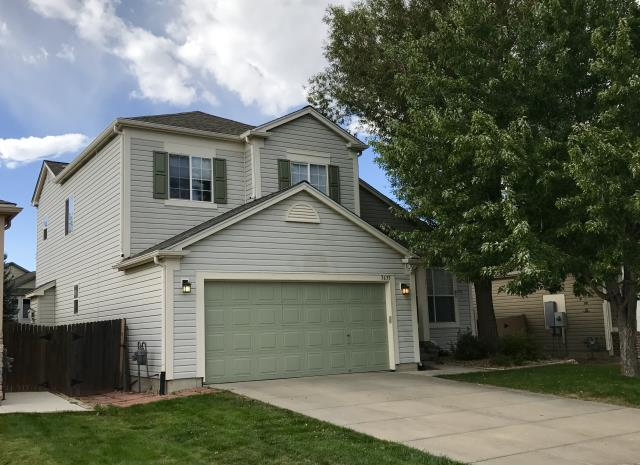 Longmont, CO - The Weathered Wood shingles that we installed on this roof in Longmont from the GAF Timberline HD line of shingles look so nice on this house.  The colors compliment each other really well.