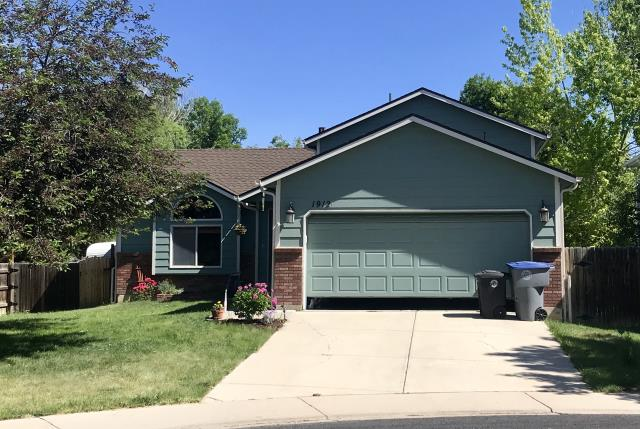 Longmont, CO - This house in Longmont looks great with its new GAF roof.  We installed GAF Timberline HD architectural grade shingles in the color Barkwood.