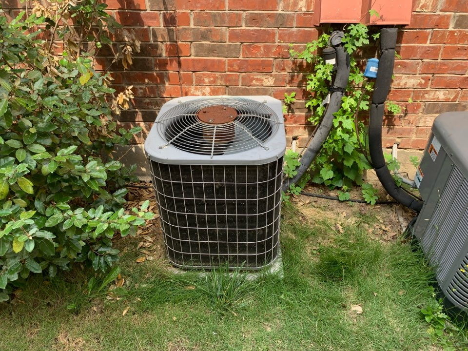 Fort Worth, TX - A homeowner in Keller called for ac repair complaining that his downstairs air conditioner was freezing up. Arrived to find a 17 year old carrier gas HVAC system that was significantly low on Freon. We spoke to the homeowner about his options and he opted to replace the condenser and coil for the air conditioning side of the system. We are ordering the parts and will be installing the system tomorrow.