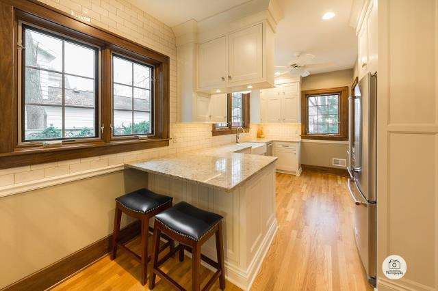 East Grand Rapids, MI - A beautiful open kitchen with new appliances and fixtures!
