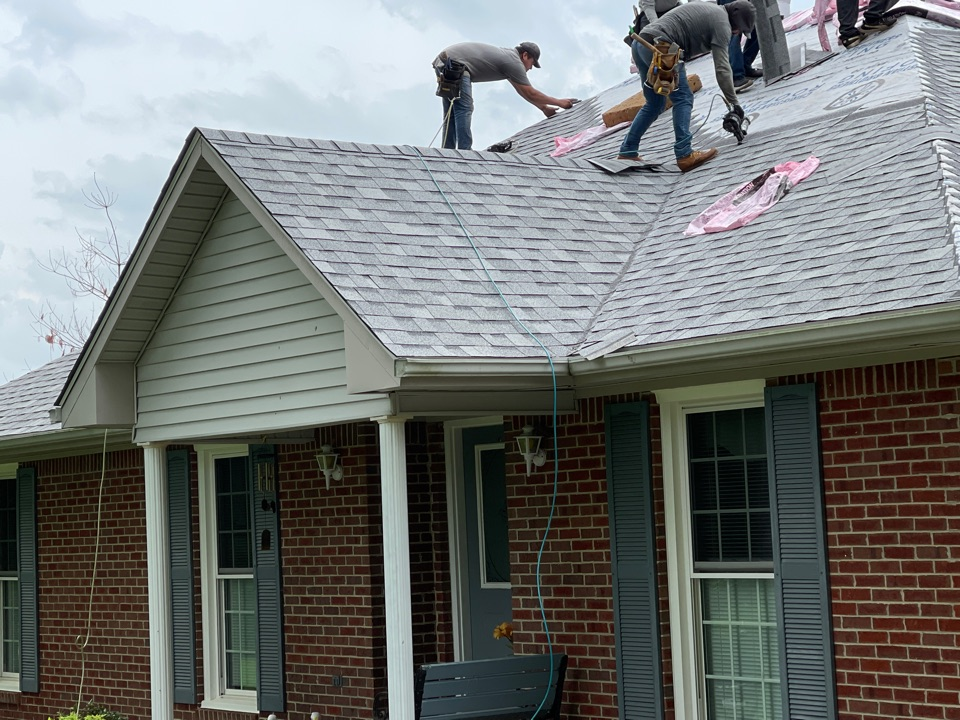 Simpsonville, KY - New Owens Corning Duration roof going on from hail damage