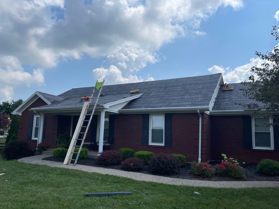 Simpsonville, KY - New roof going on from hail damage